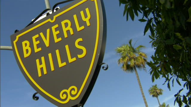 cu, canted, beverly hills sign against clear sky, beverly hills, california, usa california, usa - beverly hills bildbanksvideor och videomaterial från bakom kulisserna