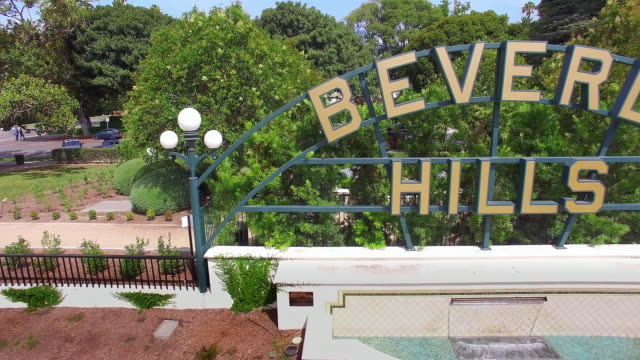 4k, beverly hills sign, famous landmark, los angeles, california - ビバリーヒルズ点の映像素材/bロール