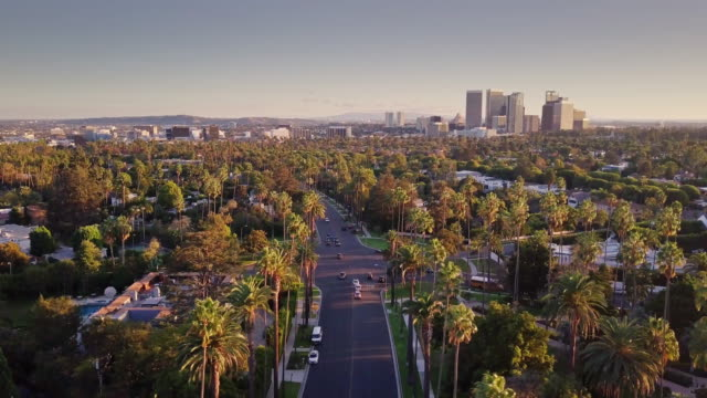 beverly hills mit century city skyline - luftbild - century city stock-videos und b-roll-filmmaterial