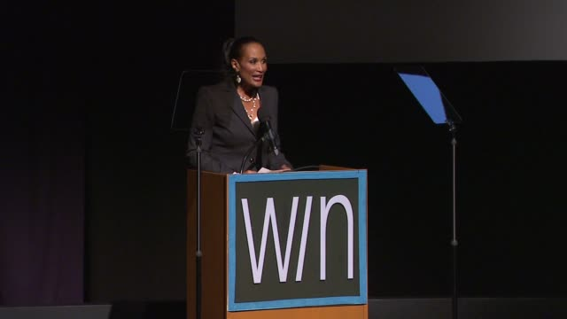 stockvideo's en b-roll-footage met beverly johnson at the 14th annual women's image network awards on 12/12/12 in los angeles ca - women's image network awards