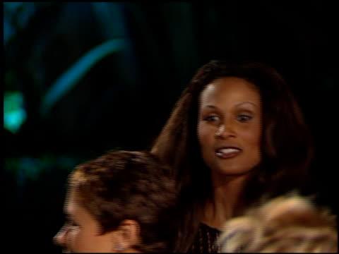 vídeos de stock e filmes b-roll de beverly johnson at the 1998 academy awards vanity fair party at morton's in west hollywood california on march 23 1998 - 70.ª edição da cerimónia dos óscares