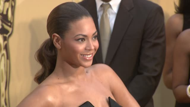 vídeos y material grabado en eventos de stock de beyoncé knowles at the 81st academy awards arrivals part 6 at los angeles ca - 2009