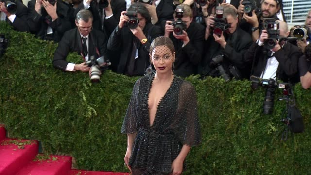 beyonce at charles james beyond fashion costume institute gala arrivals at the metropolitan museum on may 05 2014 in new york city - beyoncé knowles stock videos & royalty-free footage