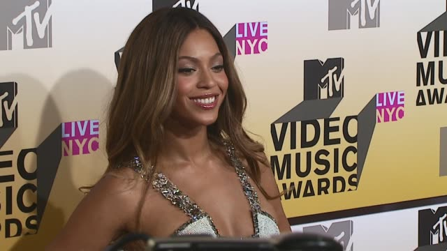 beyonce at the 2006 mtv video music awards arrivals at radio city music hall in new york city new york - mtv点の映像素材/bロール
