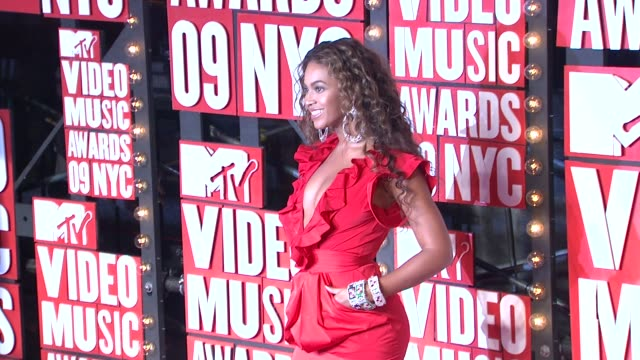 beyonce at the 2009 mtv video music awards at new york ny - mtv video music awards stock videos & royalty-free footage