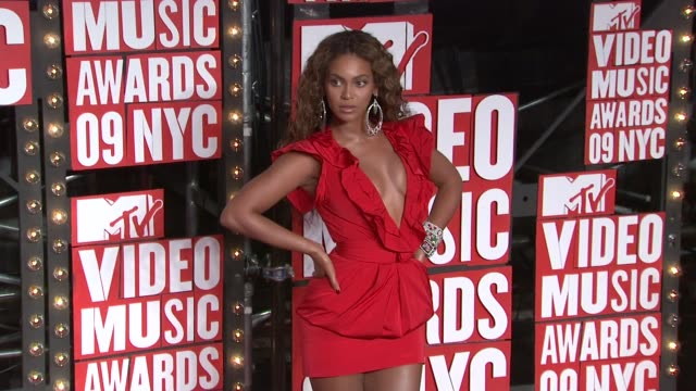beyonce at the 2009 mtv video music awards at new york ny - 2009 bildbanksvideor och videomaterial från bakom kulisserna