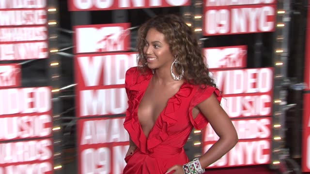 beyonce at the 2009 mtv video music awards at new york ny. - mtv video music awards stock videos & royalty-free footage