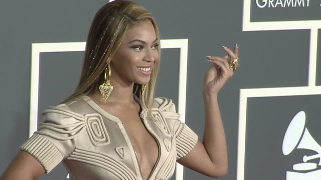 beyonce at the 52nd annual grammy awards arrivals at los angeles ca - beyoncé knowles stock videos & royalty-free footage