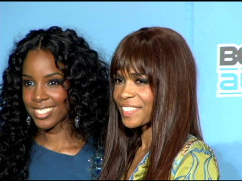 vídeos de stock, filmes e b-roll de beyonce kelly rowland and michelle willams of destiny's child at the 2005 bet awards press room at the kodak theatre in hollywood california on june... - bet awards