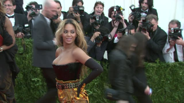 beyonce knowles at punk chaos to couture costume institute gala at metropolitan museum of art on may 06 2013 in new york new york - beyoncé knowles stock videos & royalty-free footage