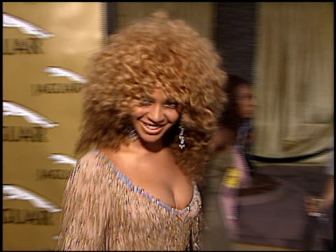 beyonce knowles at the 'austin powers in goldmember' premiere at universal amphitheatre in universal city california on july 22 2002 - beyoncé knowles stock videos & royalty-free footage
