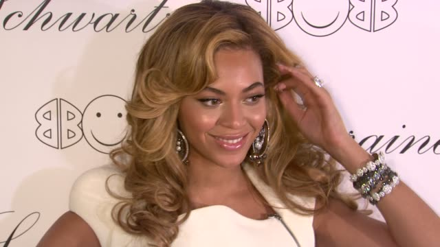 stockvideo's en b-roll-footage met beyonce knowles hosts the launch event for the lorraine schwartz '2bhappy' jewelry collection new york ny united states - 2010