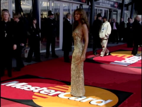 beyonce poses for press in gold dress at brit awards london 17 february 2004 - ブリット・アワード点の映像素材/bロール