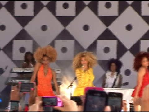 beyonce sings to her fans as she performs for 'good morning america' in central park in new york 07/01/11 - beyoncé knowles stock videos & royalty-free footage