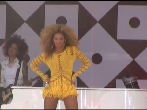 beyonce starts to shake her groove thing as she performs for 'good morning america' in central park in new york 07/01/11 - beyoncé knowles stock videos & royalty-free footage
