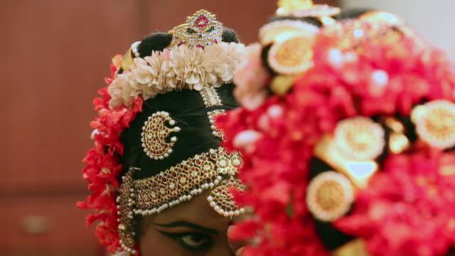 bharatanatyam dancer preparing for perfomance, delhi, india - bindi stock videos and b-roll footage