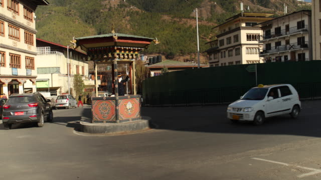 bhutan is the only country in the world that doesn't have a single traffic light in its capital city. a policeman is directing traffic on the main... - roundabout stock videos & royalty-free footage