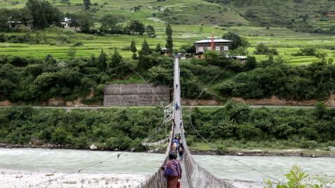 bhutan, punakha - hängbro bildbanksvideor och videomaterial från bakom kulisserna