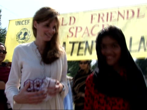 bhutto prevented from joining rally / musharraf under pressure to end emergency rule r05100609 bakalot jemima khan visiting earthquake survivors camp... - botschafter stock-videos und b-roll-filmmaterial
