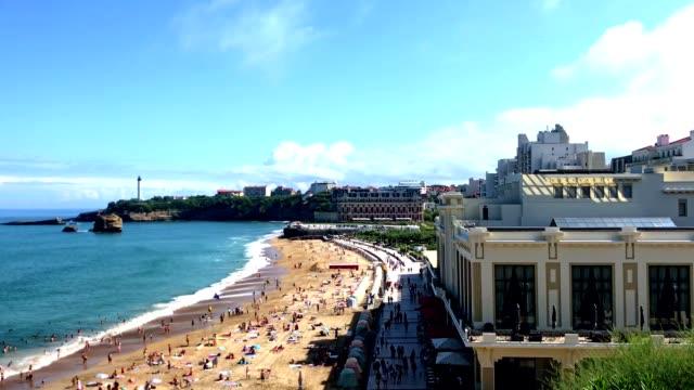 biarritz - der große strand - nordatlantik stock-videos und b-roll-filmmaterial