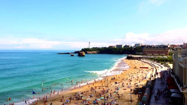vídeos de stock, filmes e b-roll de biarritz-a grande praia - biarritz