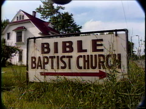 bible baptist church and sign in monett, missouri - バプテスト点の映像素材/bロール