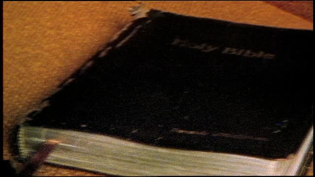 bible laying on an empty church pew in florida - bibel bildbanksvideor och videomaterial från bakom kulisserna