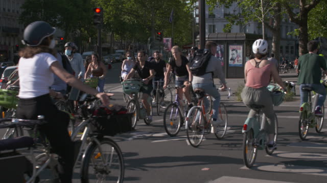 bicycle and pedestrians on the place de la bastille france has started a progressive relaxation of its foreclosure measures and restrictions in the... - bastille stock-videos und b-roll-filmmaterial