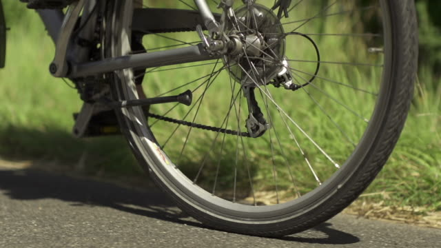 slow motion: bicycle close up - human limb stock videos & royalty-free footage