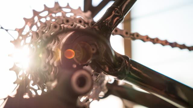 Cykel redskap och kedja i rörelse