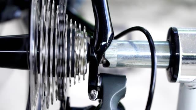 stockvideo's en b-roll-footage met fiets versnelling veranderen. - image