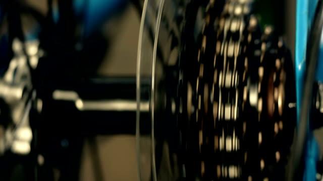 vídeos de stock e filmes b-roll de bicycle gear - revolução industrial
