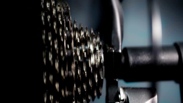 vídeos de stock, filmes e b-roll de bicicleta possui 11 velocidade - vinheta