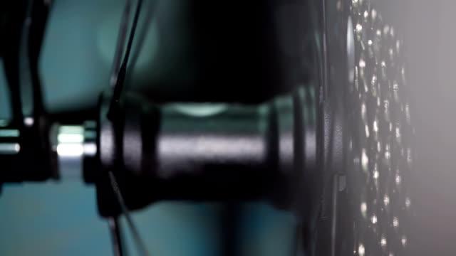 vídeos de stock, filmes e b-roll de gears de bicicleta - vinheta