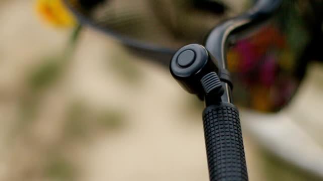 vídeos y material grabado en eventos de stock de manija de la bicicleta - manillar