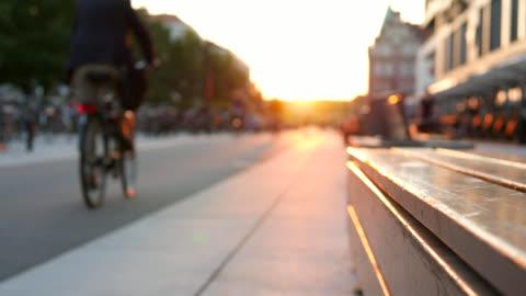 stockvideo's en b-roll-footage met fiets rijstrook en voetpad in de schemering - sweden
