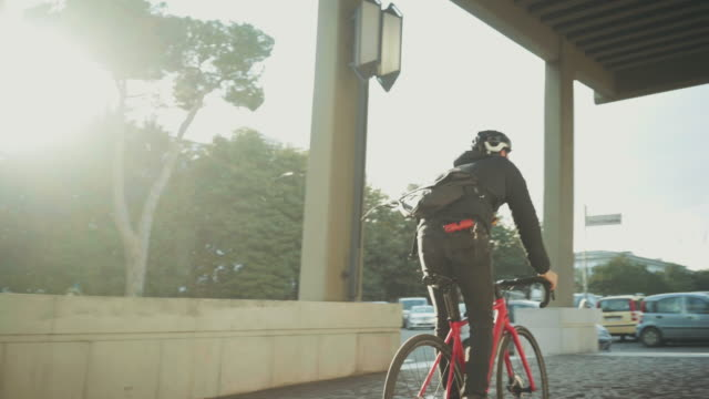 bicycle messenger: commuter with road bicycle in the city - helmet stock videos & royalty-free footage