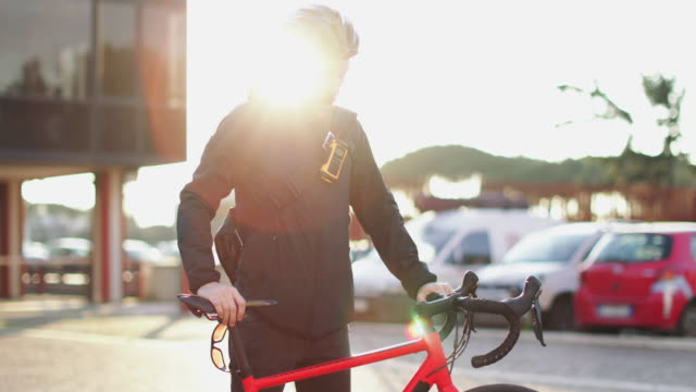 bicycle messenger: commuter with road bicycle in the city - sports helmet stock videos & royalty-free footage