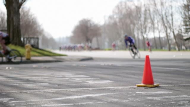 vídeos de stock e filmes b-roll de corrida de bicicleta - bicicleta de corrida
