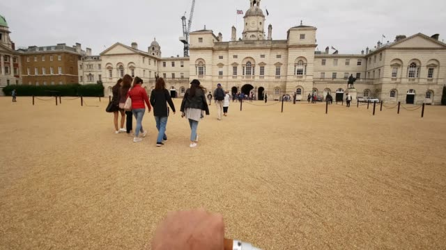 bicycle ride in london horse guards parade ground - britisches königshaus stock-videos und b-roll-filmmaterial