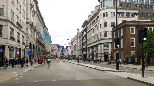 bicycle ride in london piccadilly road - union jack stock videos & royalty-free footage