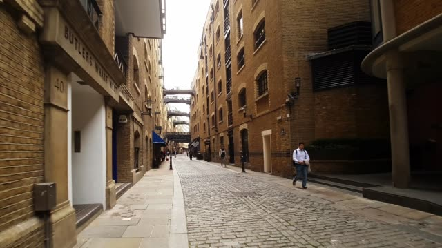 bicycle ride in london shad thames - loft apartment stock videos & royalty-free footage