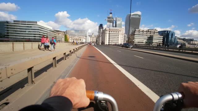 bicycle ride on london bridge - handlebar stock videos & royalty-free footage