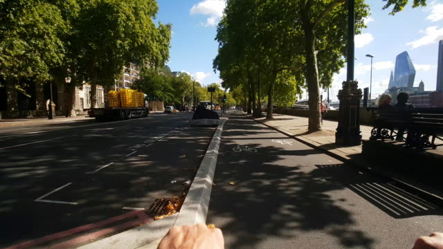 bicycle ride on london cycle superhighway 3 at victoria embankment - riding stock videos & royalty-free footage