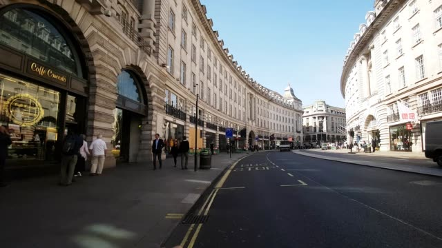 vidéos et rushes de bicycle ride through london regent street - city street