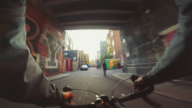 pov bicycle riding: commuter with road racing bike in london - point of view stock videos & royalty-free footage