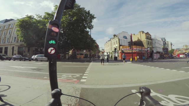 pov bicycle riding: commuter with road racing bike in london - handlebar stock videos & royalty-free footage