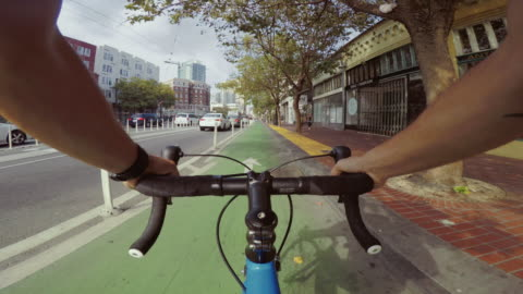 stockvideo's en b-roll-footage met pov fiets rijden: commuter met race racefiets in san francisco - cycling