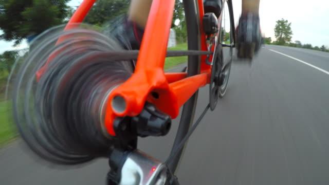 vidéos et rushes de bicyclette pov, pendulaire avec vélo de course route - caméra portable