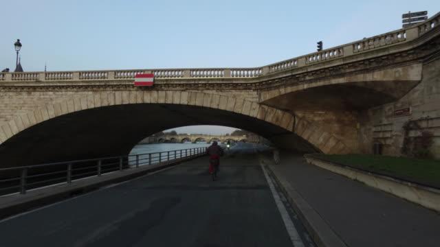 pov bicycle riding in the city life of paris - ポンヌフ点の映像素材/bロール